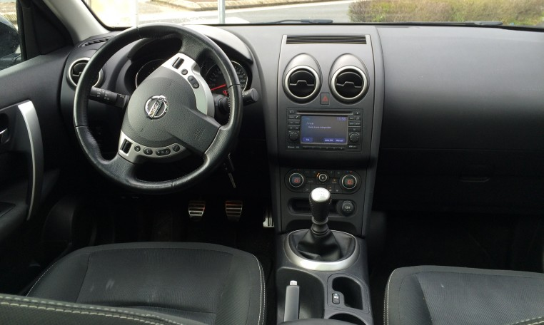 nissan qashqai 2 1 5 dci 110 fap connect edition achat. Black Bedroom Furniture Sets. Home Design Ideas